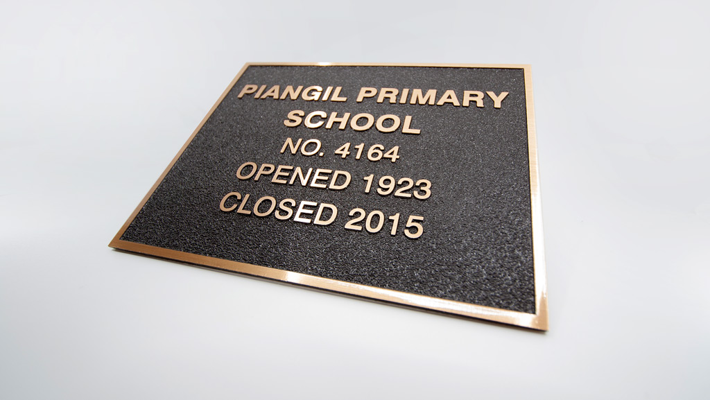 Custom bronze plaque for Piangil Primary School